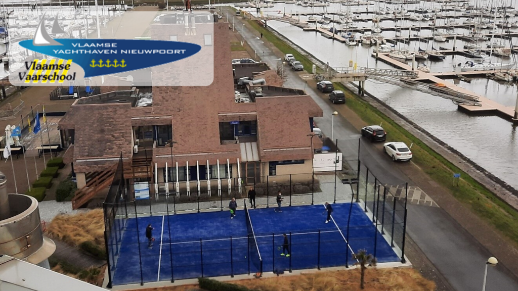 A new padel court in VYNieuwpoort marina